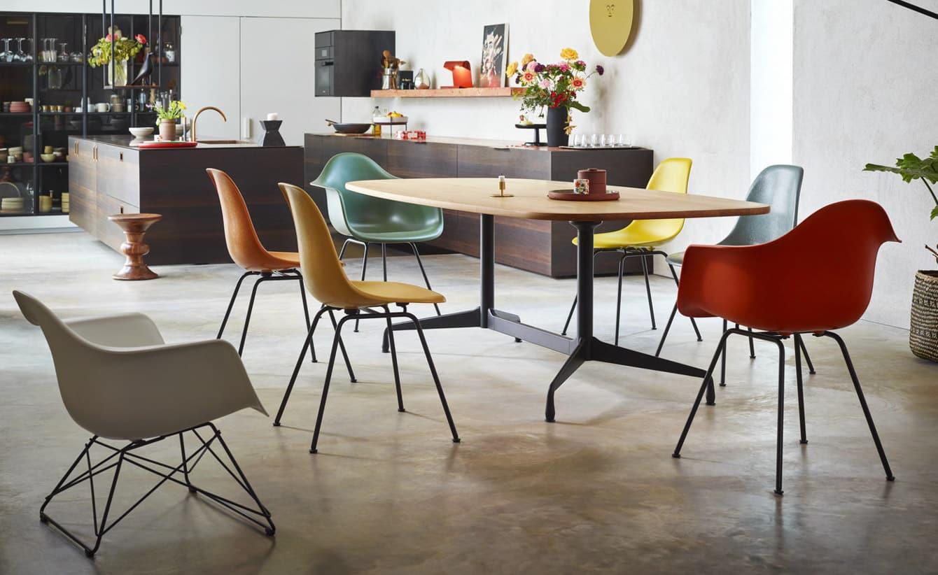 Eames Segmented Chair Eames Plastic Armchair_v_fullbleed_1440x