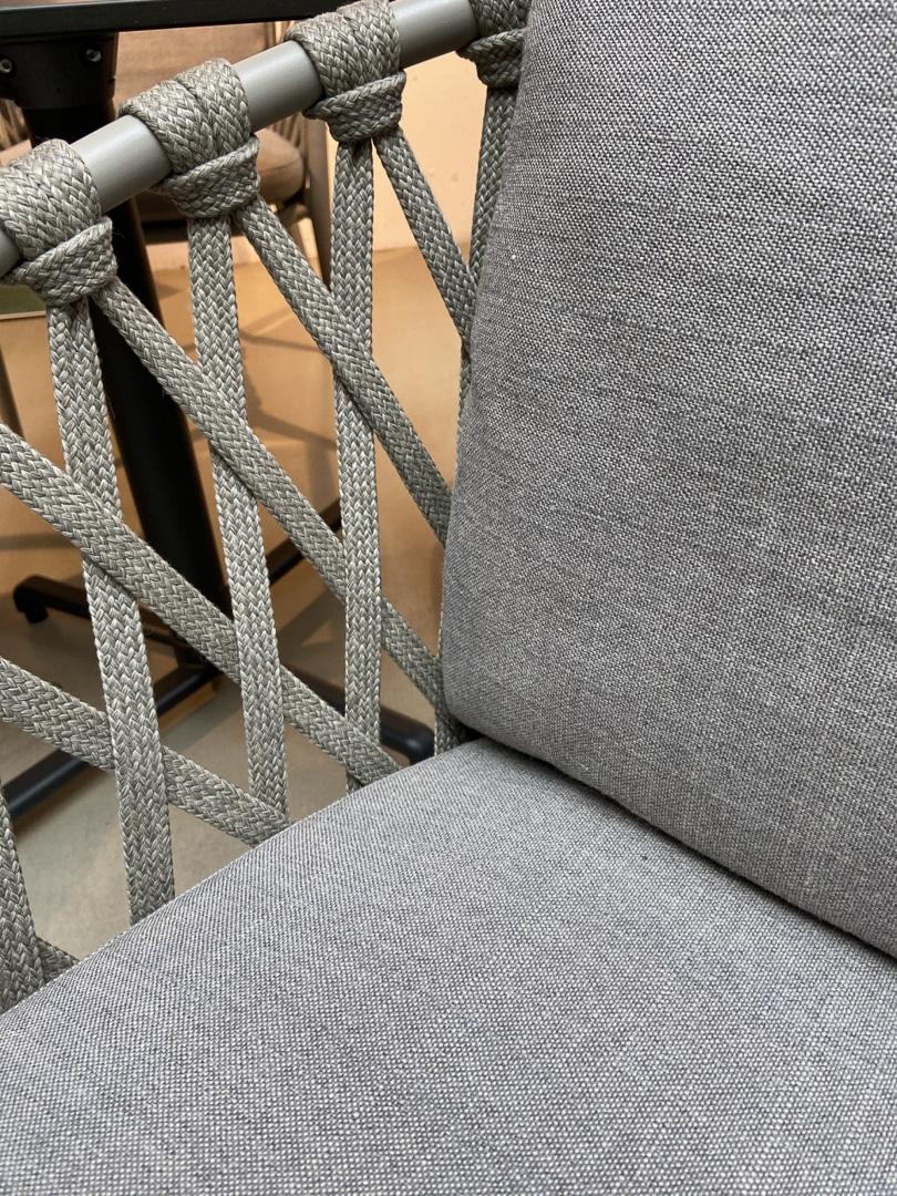 Stuhl ERICA outdoor von B&B Italia inkl. Sitzkissen (2 verfügbar)